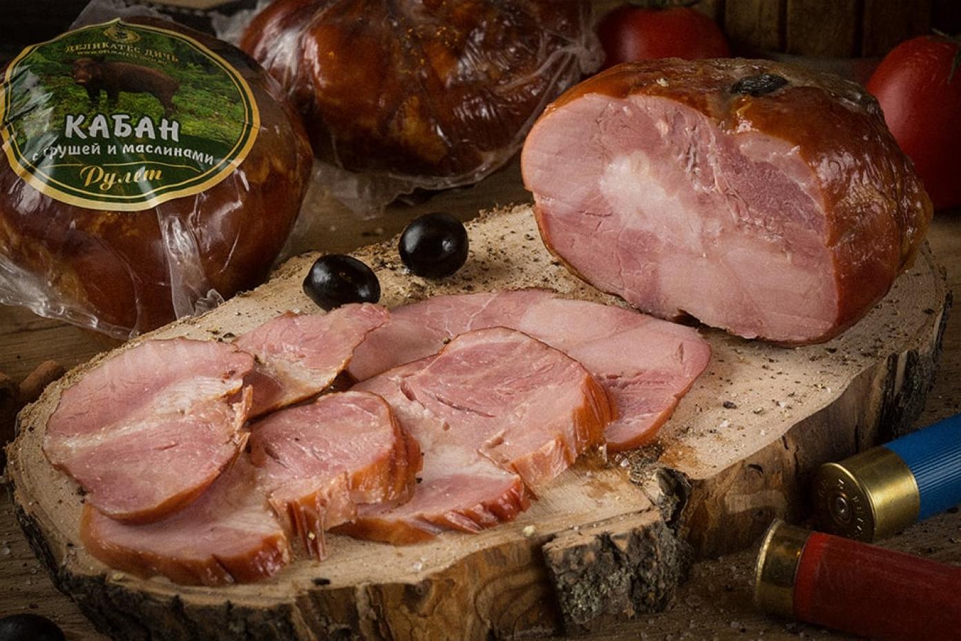 Рулет из мяса Кабана с грушей и маслинами