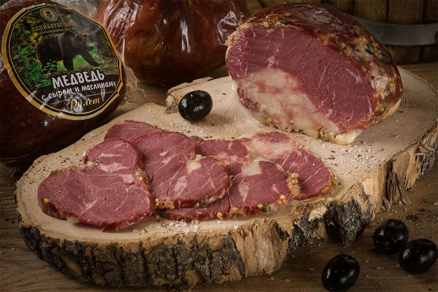 Рулет из мяса Медведя с сыром и маслинами