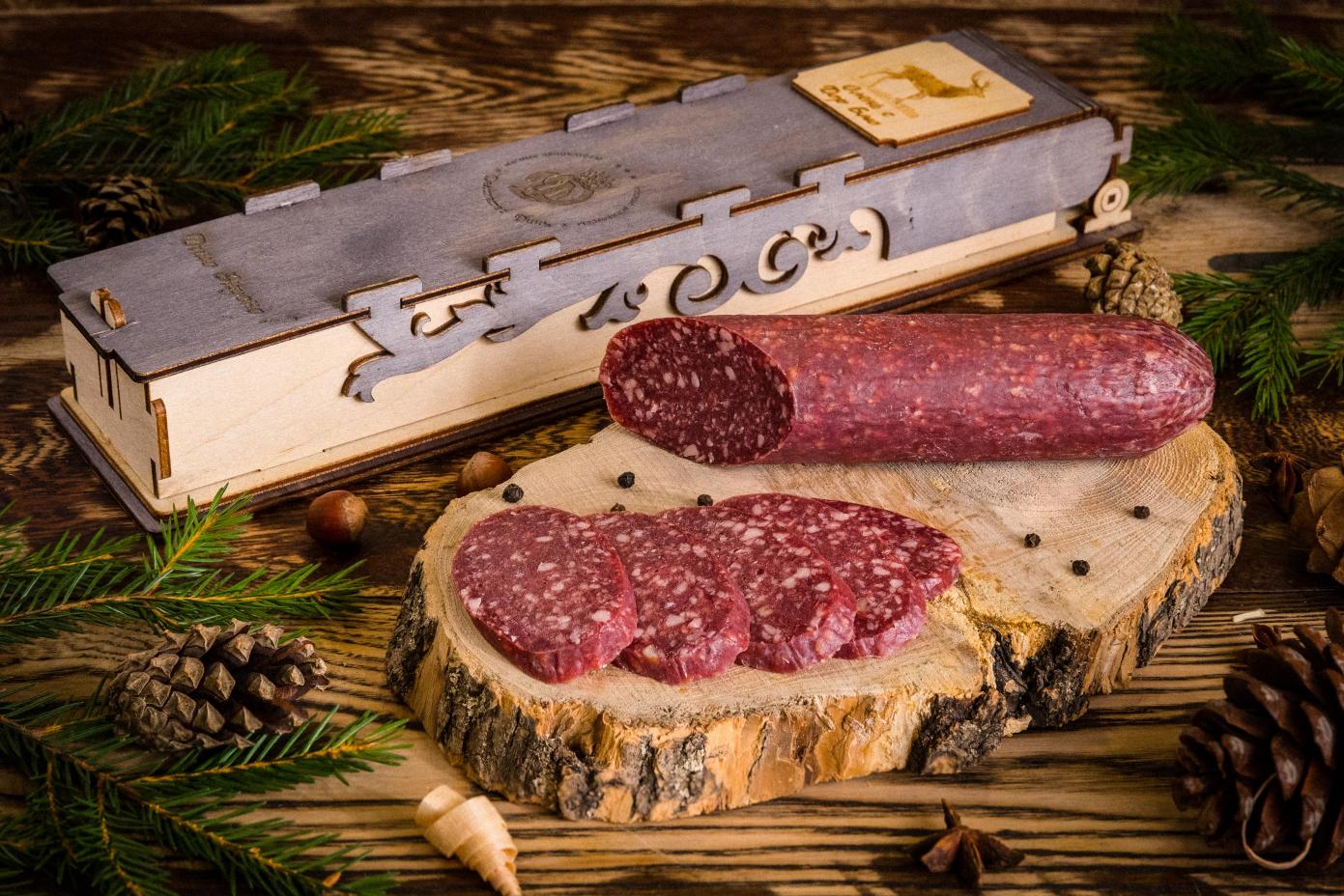 Колбаса из мяса Оленя с сыром дорблю в подарочной упаковке (деревянный пенал)