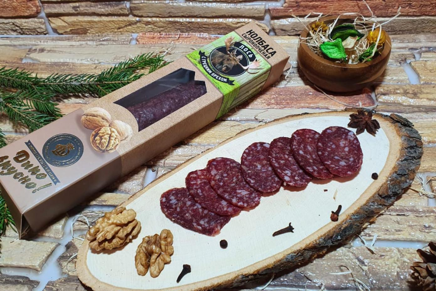Колбаса из мяса Лося с грецким орехом в подарочной упаковке