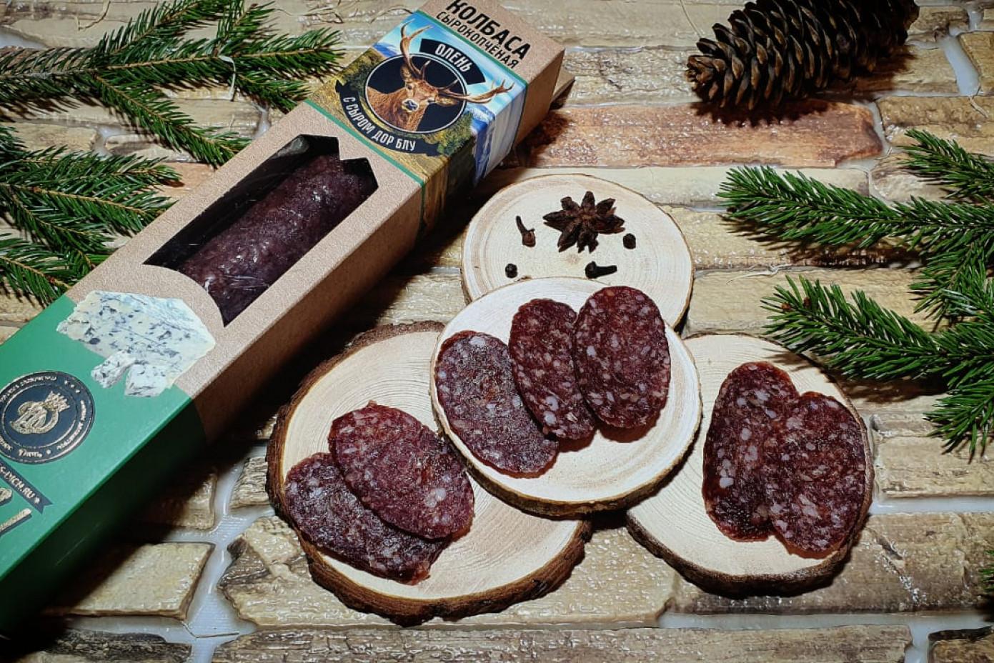 Колбаса из мяса Оленя с сыром дорблю в подарочной упаковке
